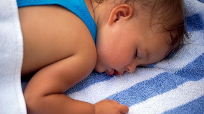 …Белье ребенку месяц очень сильно ворочееться во сне термобелье, допустим
