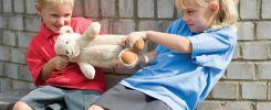 Почему ребёнок не делится своими игрушками?