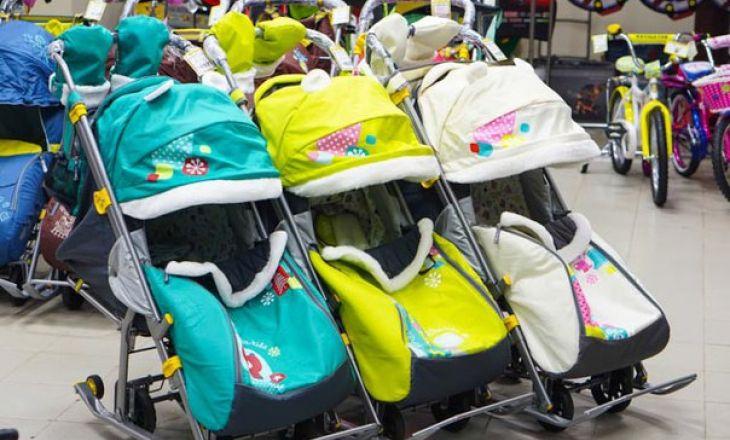 В чем особенность детских санок-колясок?