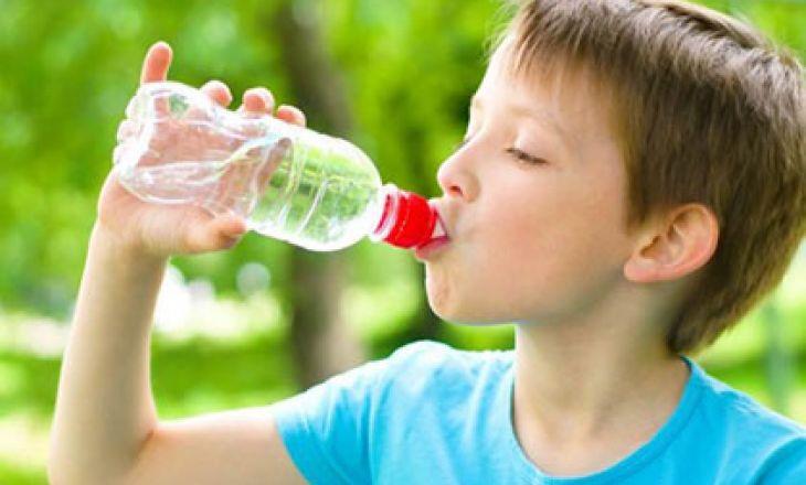 Чем поить ребенка в жару?