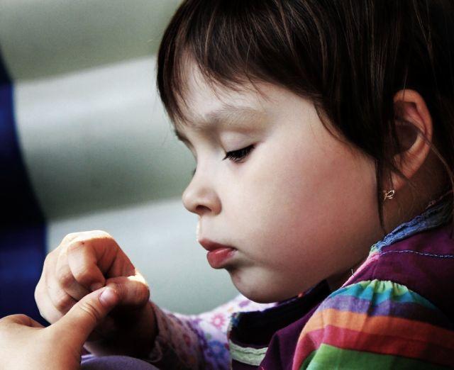 Как вытащить занозу ребенку