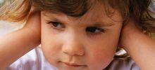 Как распознать у ребенка воспаление уха?