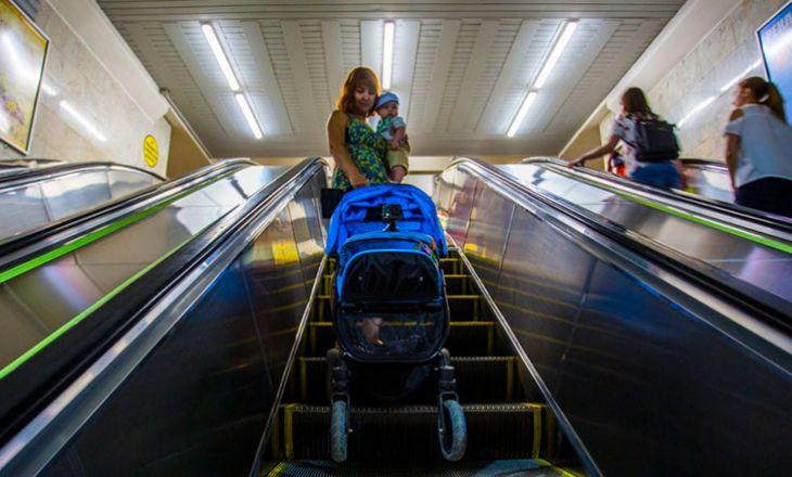 Как ехать на эскалаторе с детской коляской?