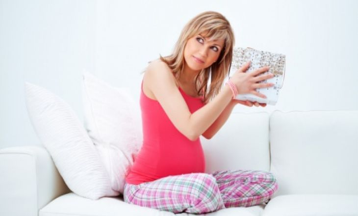 Что подарить беременной подруге на  Новый год?